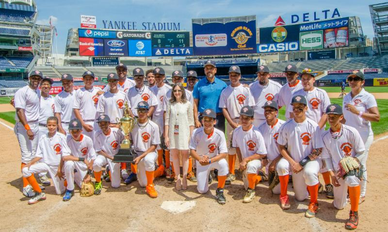 """Bronx Borough President Ruben Diaz Jr. and Marissa Shorenstein, New York State president, AT&T, present the championship trophy for the sixth annual """"Borough President's Cup"""" Little League Championship to Grand Slam Little League."""