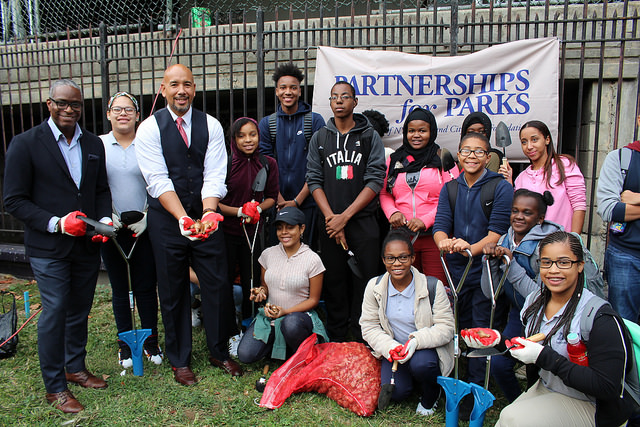 Bronx Borough President Ruben Diaz Jr. joins student volunteers from the newly-launched Bronx Youth Corps to beautify Railroad Park in Melrose on Thursday, October 13, 2016. Photo credit: Office of the Bronx Borough President.