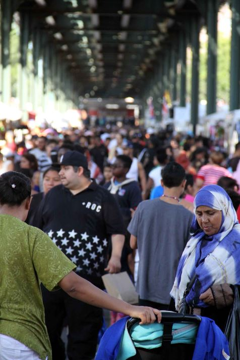 Thousands flocked to Jerome Avenue for the annual Jerome-Gun Hill BID Fall Festival.--Photo by David Greene
