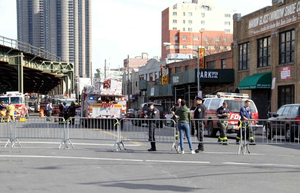 Jerome Avenue between Bedford Park Boulevard and East 204 Street was closed for several hours until the Department of Buildings deemed the building was not in danger of collapse.--Photo by David Greene