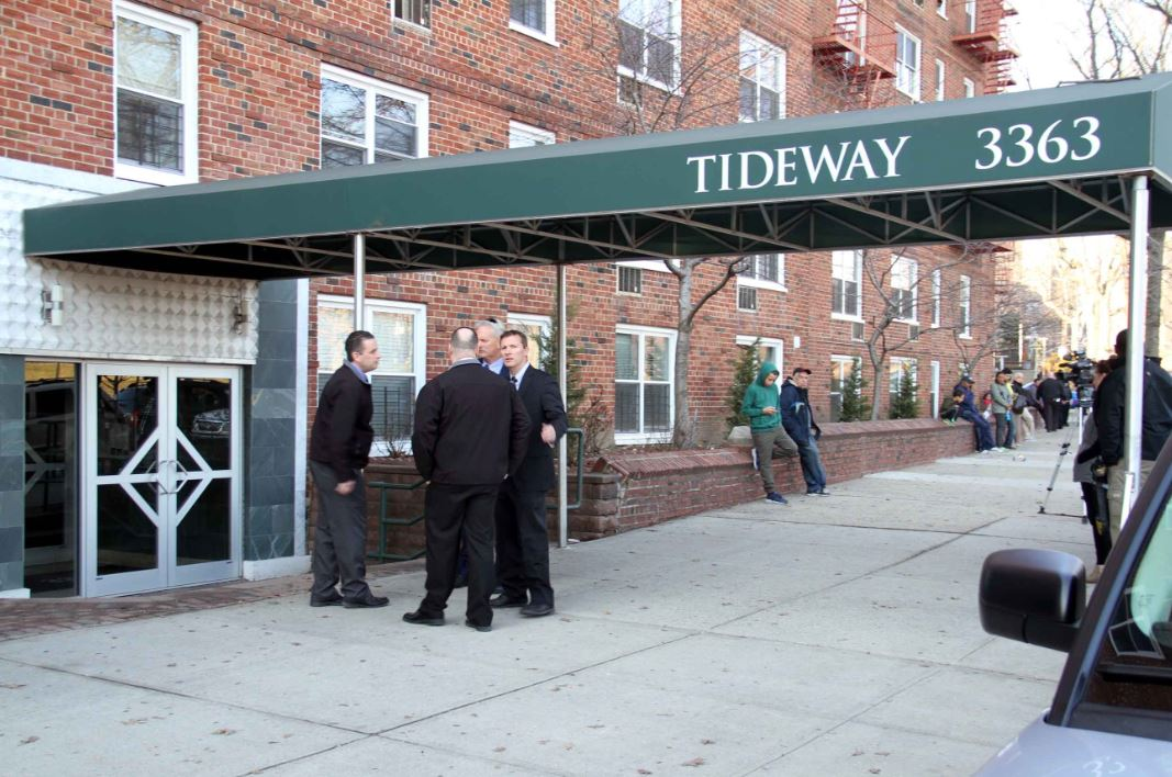 NYPD detectives outside the Tideway where an off-duty NYPD Housing sergeant. Photo by David Greene
