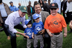 New York City Mayor Bill de Blasio delivers remarks at the end of the Castle Hill Little League Baseball ceremony in the Bronx on Saturday, May 1st 2017. Edwin J. Torres/Mayoral Photo Office.