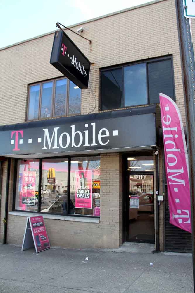 Police thwarted a stick-up at this T-Mobile store on East Gun Hill Road.--Photo by David Greene
