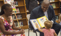 "First Lady Chirlane McCray formally releases her baby book ""Love Is/El Amor Es."" The First Lady and Deputy Mayor Richard Buery visit three city libraries to greet New Yorkers and read the new book aloud to young children and babies.  Brooklyn Central Library.  Wednesday, July 15, 2015.  Credit: Ed Reed/Mayoral Photography Office."
