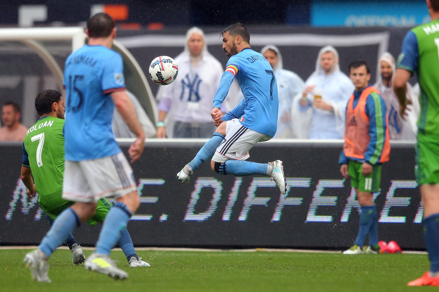 New York City FC forward David Villa (7) plays the ball against Seattle Sounders FC midfielder Cristian Roldan (7) during the second half at Yankee Stadium. Credit: Brad Penner-USA TODAY Sports