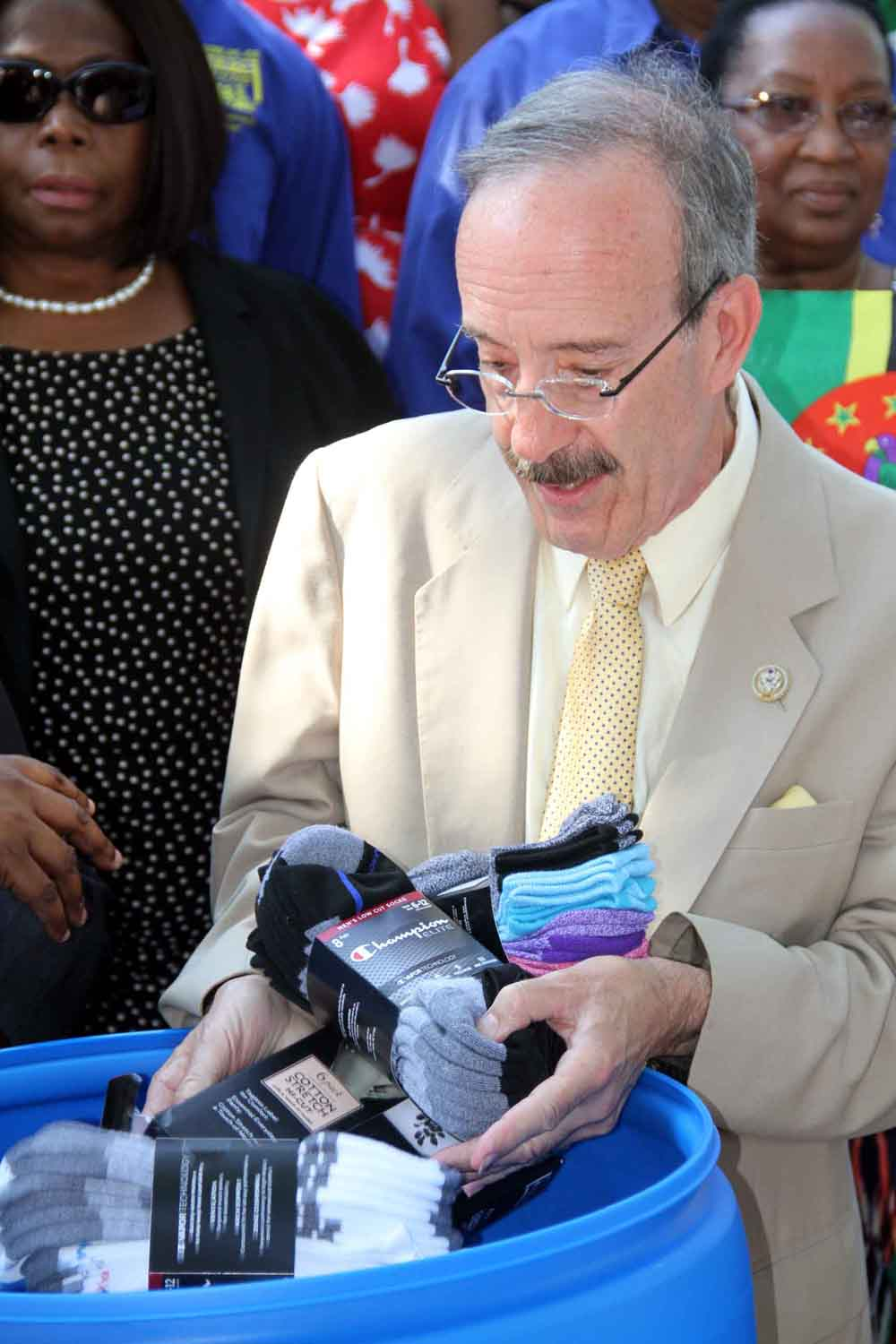 Congressman Eliot Engel drops off needed clothing headed for Caribbean hurricane victims.--Photo by David Greene